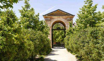 Portón desde jardín